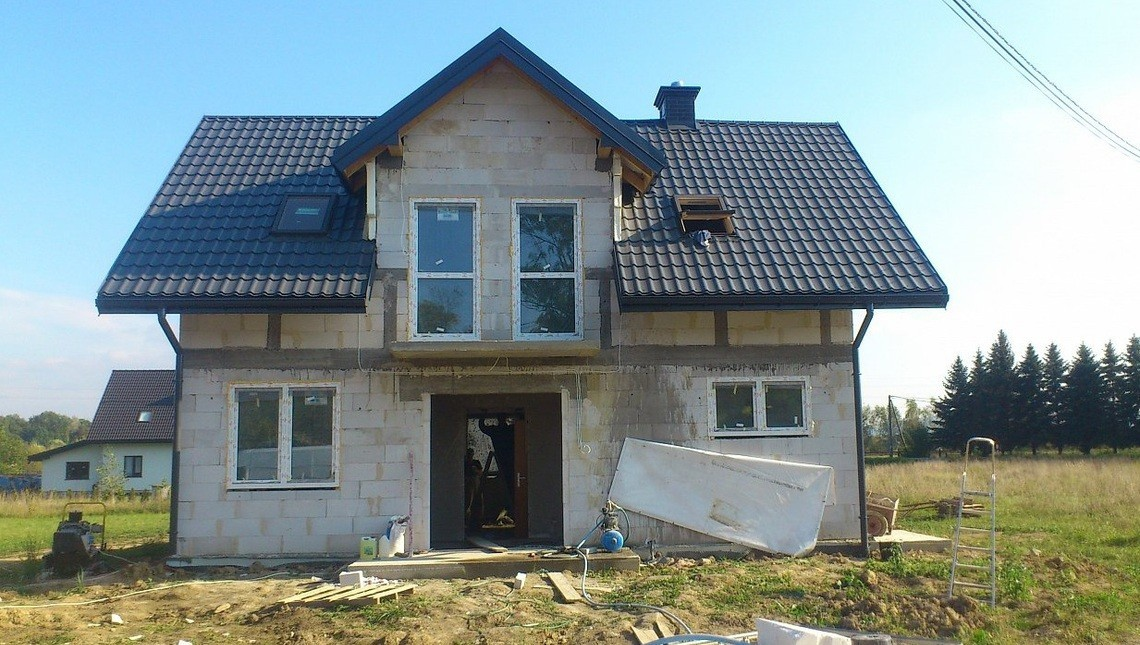 Проект простого дома со строгим экстерьером компания dom4m а.